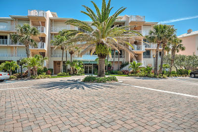 Vero Beach Condo For Sale: 8866 N Sea Oaks Way #205