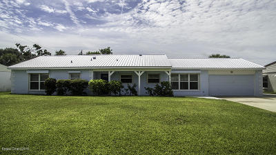 Cocoa Beach Single Family Home For Sale: 422 Watts Way