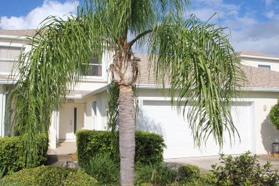 Indian Harbour Beach Townhouse For Sale: 208 Thatch Palm Court