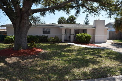 Merritt Island Single Family Home For Sale: 1420 Fiddler Avenue