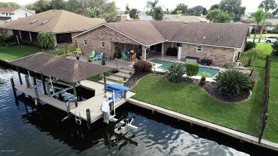 Satellite Beach Single Family Home For Sale: 678 N Hedgecock Square