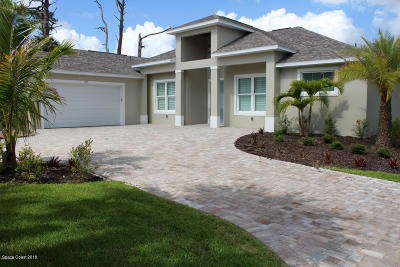 Merritt Island Single Family Home For Sale: 1935 S Tropical Trl
