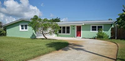 Satellite Beach Single Family Home For Sale: 240 Desoto Parkway