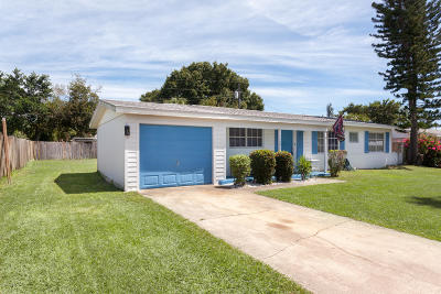 Merritt Island Single Family Home For Sale: 1160 Dunes Street