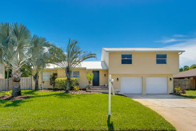 Indian Harbour Beach Single Family Home For Sale: 1248 Seminole Drive