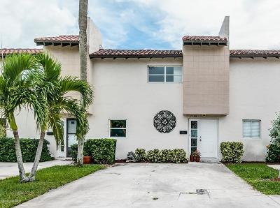 Indian Harbour Beach Townhouse For Sale: 1135 Ashley Avenue