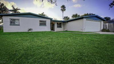Merritt Island Single Family Home For Sale: 825 Montego Bay Drive S