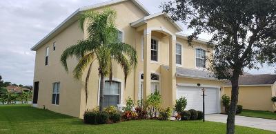 Palm Bay Single Family Home For Sale: 925 Tavernier Circle NE