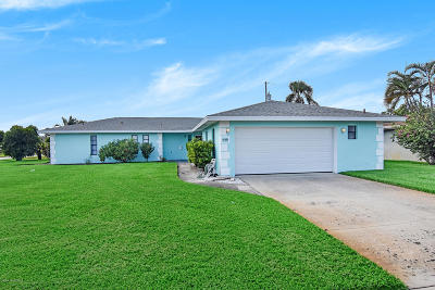 Satellite Beach Single Family Home For Sale: 648 Hibiscus Drive