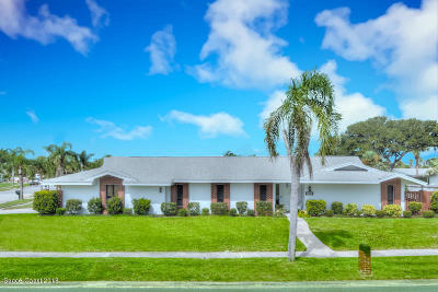 Melbourne Beach FL Single Family Home For Sale: $449,000