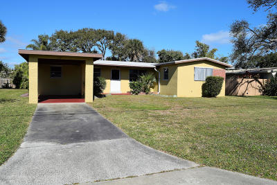 Cocoa Beach Single Family Home For Sale: 126 Esther Drive