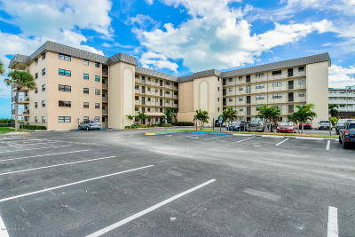 Cocoa Beach Condo For Sale: 4100 Ocean Beach Boulevard #111