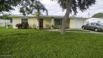Cocoa Beach Single Family Home For Sale: 125 W Gadsden Lane W