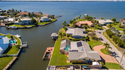 Viera, Melbourne, Indialantic, Satellite Beach, Melbourne Beach, Cocoa Beach, Eau Gallie, Palm Shores, Indian Harbour Beach, West Melbourne Single Family Home For Sale: 411 Driftwood Avenue