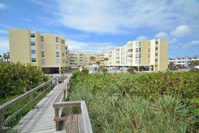 Cocoa Beach Condo For Sale: 4700 Ocean Beach Boulevard #210