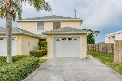 Indian Harbour Beach Townhouse For Sale: 827 Poinsetta Drive