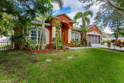 Palm Bay Single Family Home For Sale: 195 Hurst Road NE