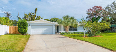 Indialantic Single Family Home For Sale: 5 Oliphant Circle