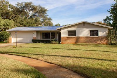 Titusville Single Family Home For Sale: 209 Ivanhoe Court