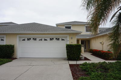 Indian Harbour Beach Townhouse For Sale: 835 Poinsetta Drive