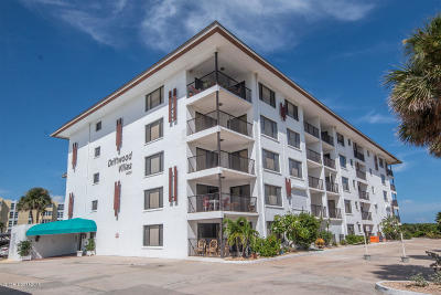 Cocoa Beach Condo For Sale: 4600 Ocean Beach Boulevard #106