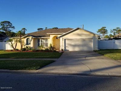 Merritt Island Single Family Home For Sale: 942 Harbor Pines Drive