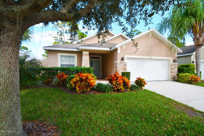 Titusville Single Family Home For Sale: 662 Waterside Circle