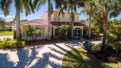 Melbourne Beach Single Family Home For Sale: 201 Crystal Bay Lane