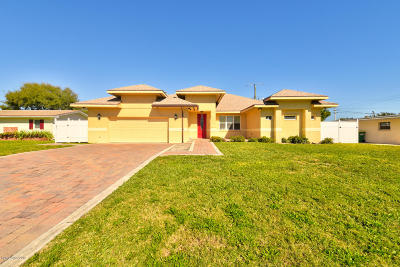 Cocoa Beach Single Family Home For Sale: 415 N 4th Street