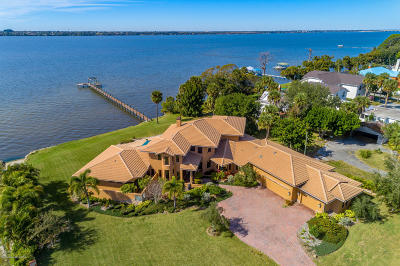 Merritt Island Single Family Home For Sale: 500 Snug Harbor Drive