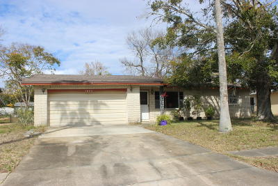 Titusville Single Family Home For Sale: 1620 Leach Circle