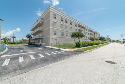 Cocoa Beach Condo For Sale: 125 Pulsipher Avenue #402