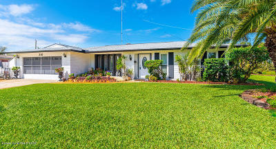 Satellite Beach Single Family Home For Sale: 210 Bonnie Court
