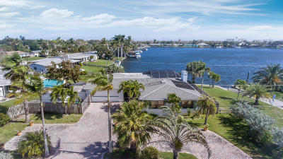Satellite Beach Single Family Home For Sale: 377 N Point Court