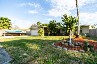 Merritt Island Single Family Home For Sale: 135 Orange Lane