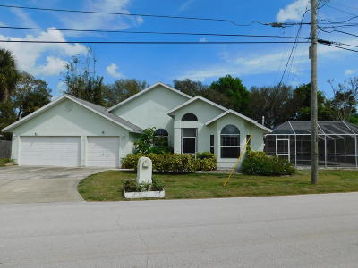 Merritt Island Single Family Home For Sale: 2920 N Tropical Trl