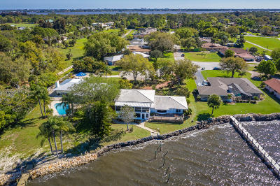 Merritt Island Single Family Home For Sale: 400 Rio Vista Lane