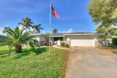 Melbourne Beach FL Single Family Home For Sale: $475,000
