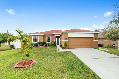 Palm Bay Single Family Home For Sale: 2414 Cogan Drive SE