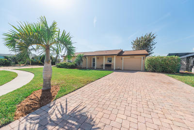 Merritt Island Single Family Home For Sale: 425 Poi Court