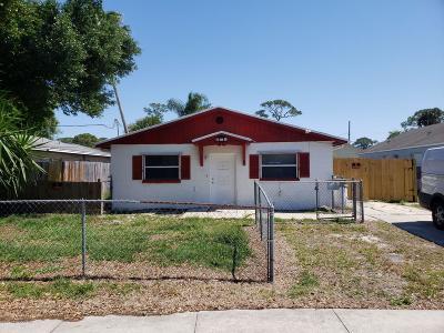 Titusville Single Family Home For Sale: 4415 Coquina Avenue