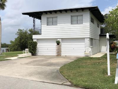 Cocoa Beach Single Family Home For Sale: 487 N Shore Drive