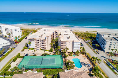 Cape Canaveral Condo For Sale: 425 Pierce Avenue #501