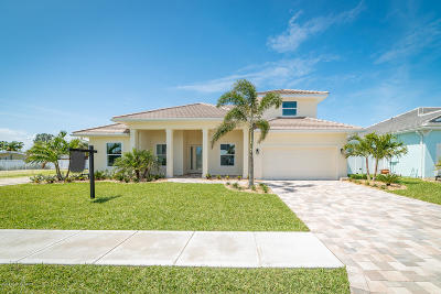Brevard County Single Family Home For Sale: 120 Enclave Avenue