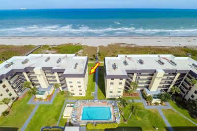 Brevard County Condo For Sale: 4570 Ocean Beach Boulevard #106