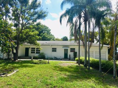 Merritt Island Single Family Home For Sale: 909 N Tropical Trail N