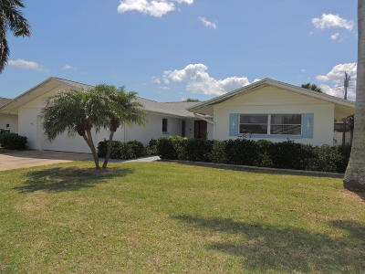 Cocoa Beach Single Family Home For Sale: 333 W Osceola Lane