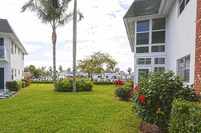 Vero Beach Condo For Sale: 2800 Indian River Boulevard #G4
