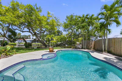 Cocoa Beach Single Family Home For Sale: 52 Riverview Lane