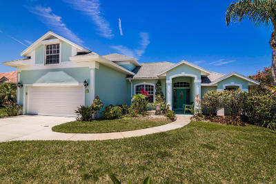 Melbourne Beach Single Family Home For Sale: 140 Seaglass Drive